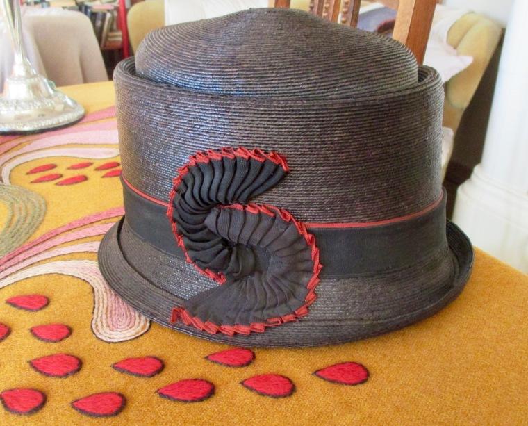 Helmin hattu