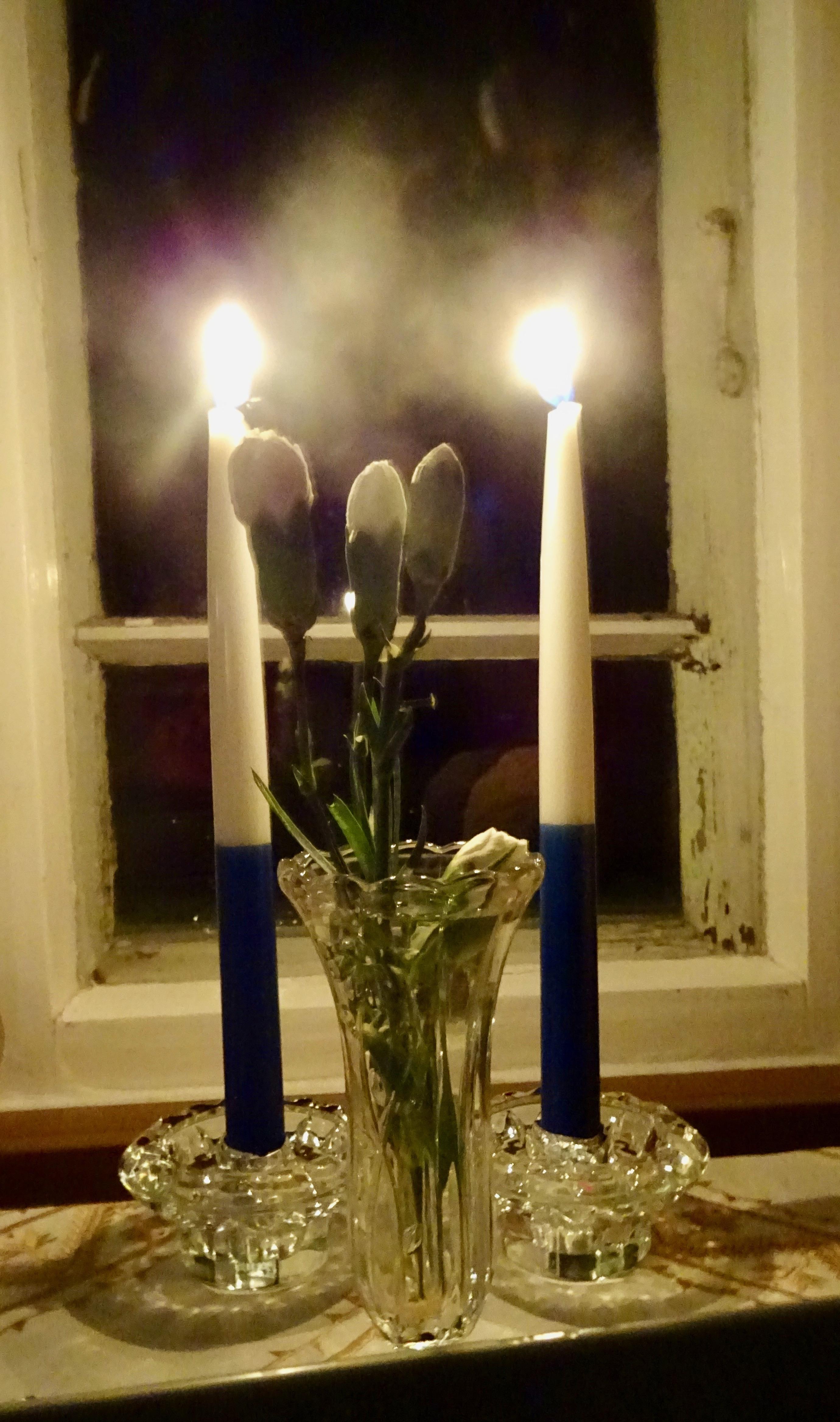 Kaksi kynttilää